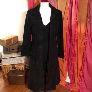 🎉RARE FIND!!🎉 Black full length suede jacket